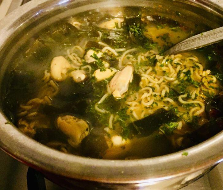 Seaweed Mussels Soup